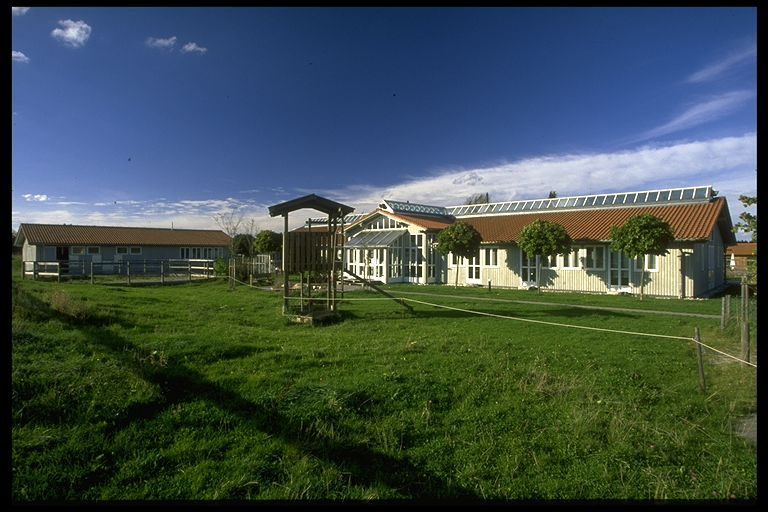 Tierärztezentrum Hauptgebäude, Großtier-OP, Stallungen